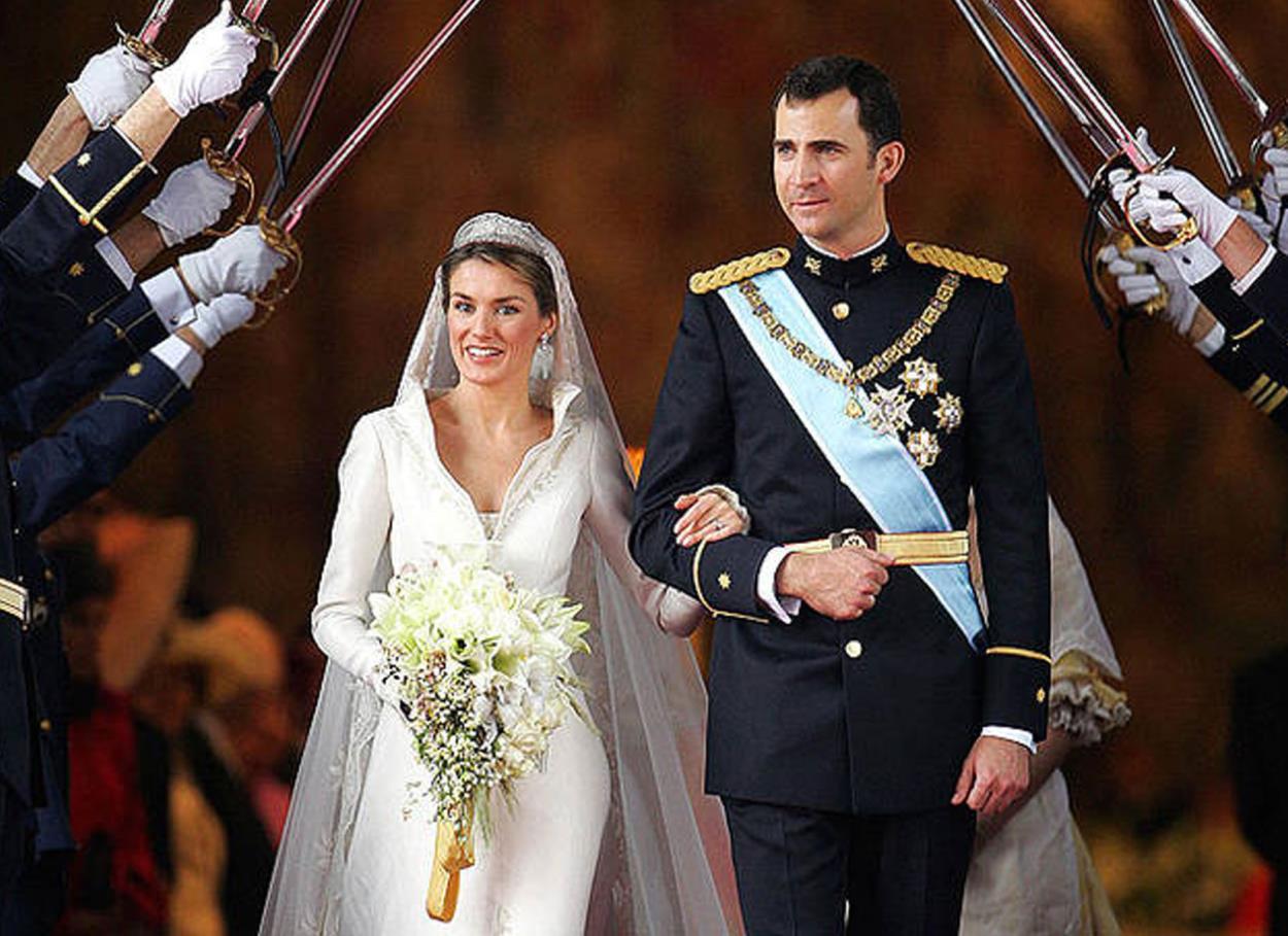 Risultati immagini per matrimonio letizia di spagna bouquet