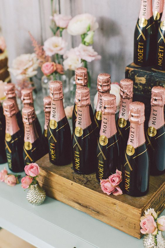 In the spirit of the Royal Wedding, wow your guests with exquisite Moët & Chandon wedding favours.