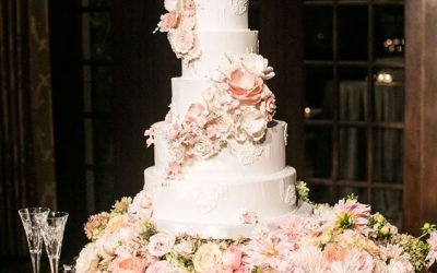 Luxury Wedding Cake: a scenic and tasty moment!
