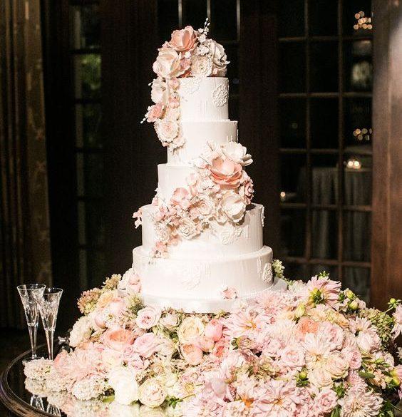 Luxury Wedding Cake: un momento gustoso e scenico!