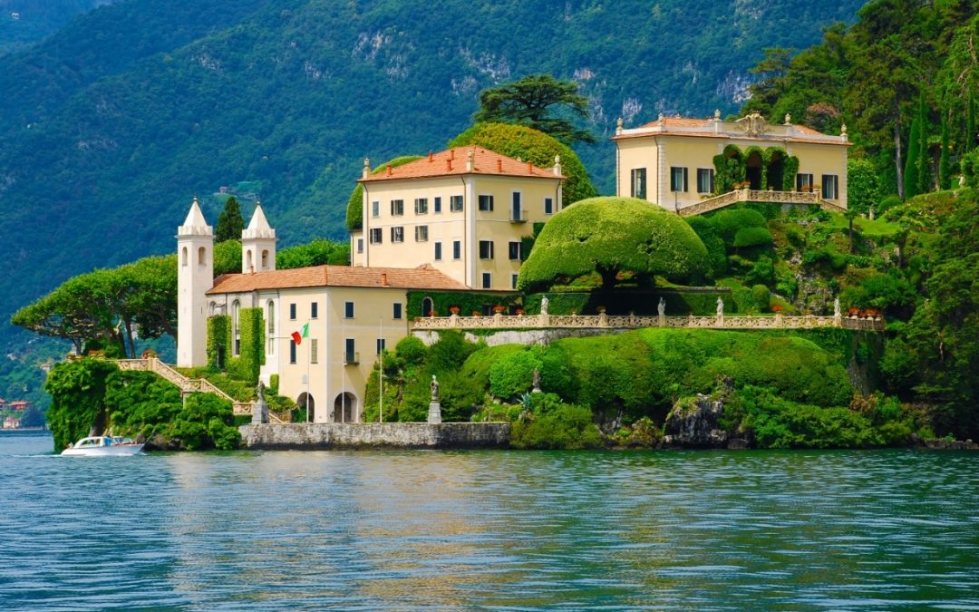 EXCLUSIVE LOCATION ON THE SHORES OF LAKE COMO
